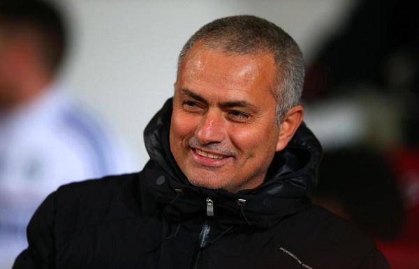 Mourinho tiết lộ mua sắm, xúi fan MU 'quậy' Ibra