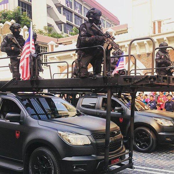Xe bọc thép đặc chủng nhập Mỹ của công an Việt Nam
