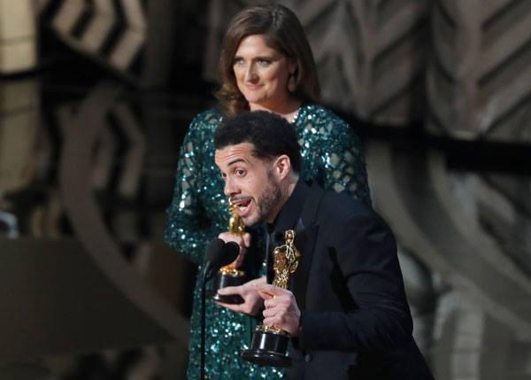 Sự cố chưa từng có vừa xảy ra ở lễ trao giải Oscar