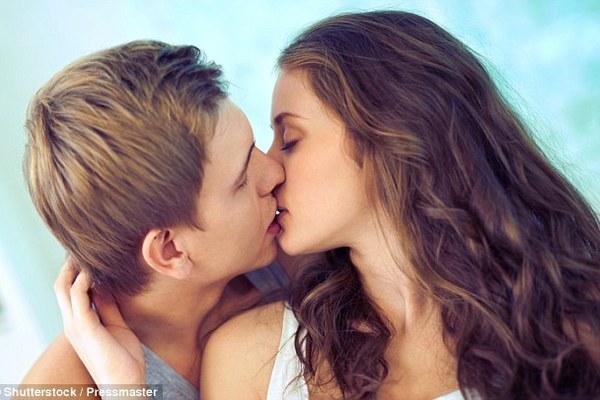 Khoa học chứng minh càng hôn nhiều càng khoẻ mạnh, trẻ lâu