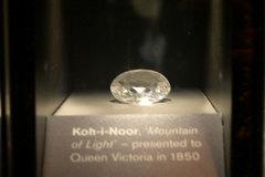 Lạnh gáy lời nguyền của viên kim cương nổi tiếng nhất thế giới