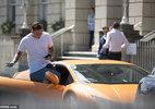 Đỗ siêu xe hơn 7 tỷ 'cướp' chỗ để của thị trưởng