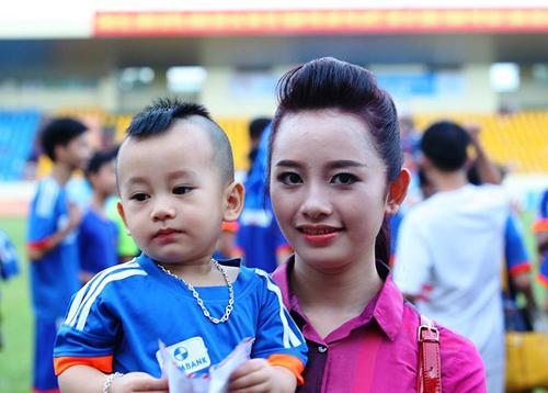 Minh Tuấn: Vợ đẹp thế này không đá hay thì có lỗi!