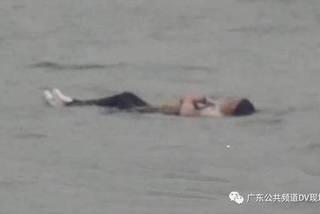 Nhảy sông tự vẫn không chết vì... quá béo