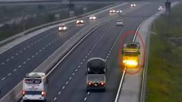Hoảng hồn xe tải phóng ngược chiều hơn 3km trên cao tốc