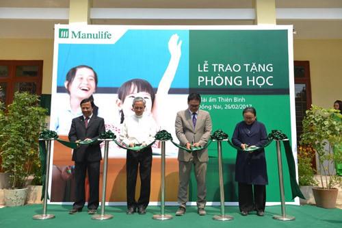 Manulife Việt Nam tặng phòng học từ thiện cho trẻ mồ côi