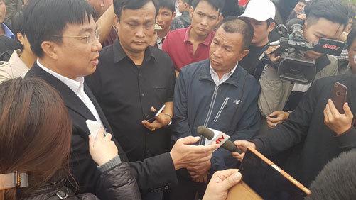 Ông Vũ Văn Viện nói chuyện với nhà xe Nam Định - Thái Bình