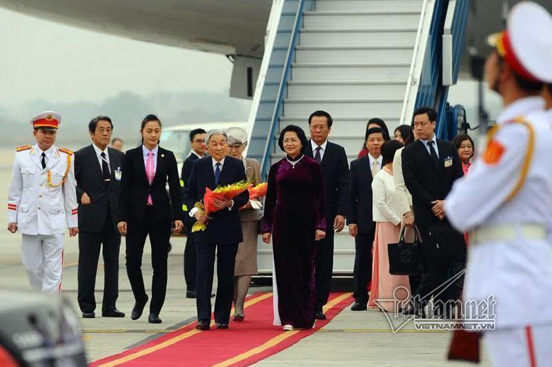 Nhà vua và Hoàng hậu Nhật Bản tới Hà Nội