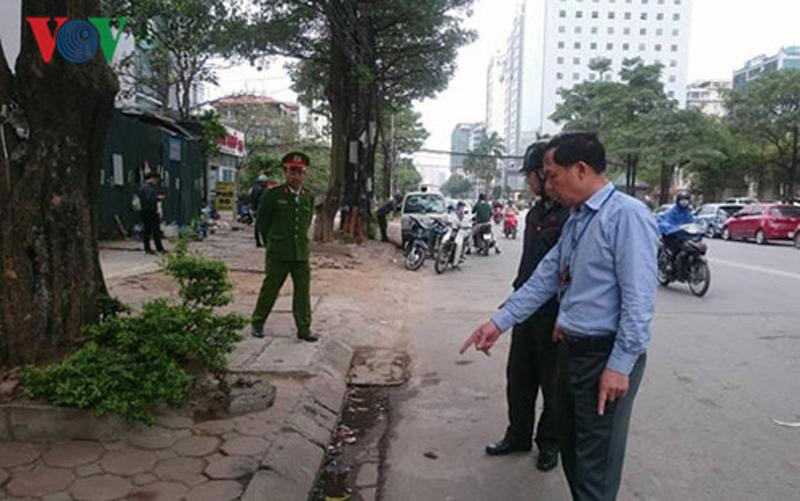 Hà Nội: Bắt quả tang 2 người tè bậy, phạt 4 triệu đồng
