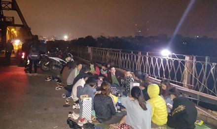 Nguy hiểm rình rập quanh thú vui 'phượt đêm' Hà Nội