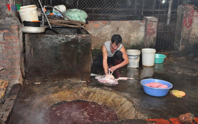 Đoàn giám sát của QH thị sát lò mổ ở Quảng Ninh lúc 3h sáng