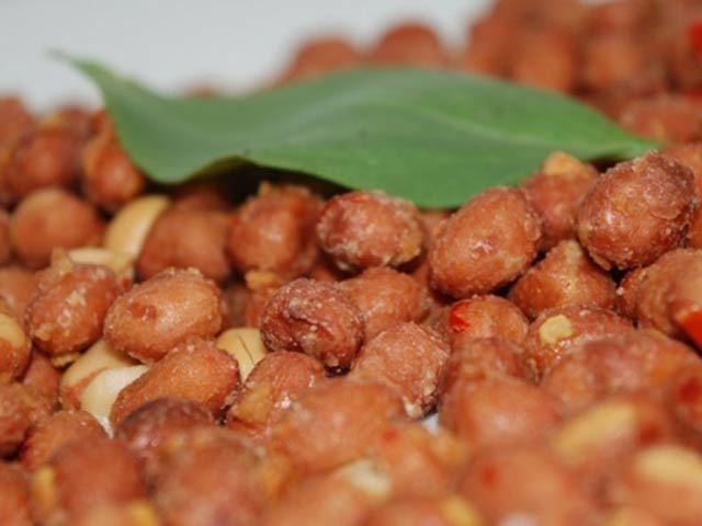Cách làm đậu phộng rang tỏi ớt: Món ngon đơn giản, rẻ tiền