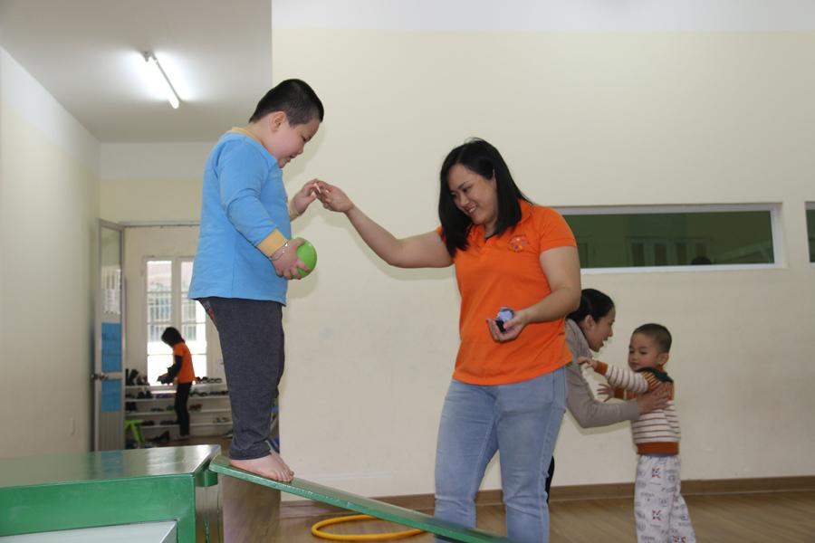 trẻ tự kỷ,trẻ khuyết tật,giáo dục đặc biệt,giáo dục mầm non,trẻ mầm non,cô giáo mầm non