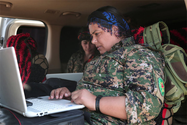 Hình ảnh những nữ chiến binh Kurd đánh IS