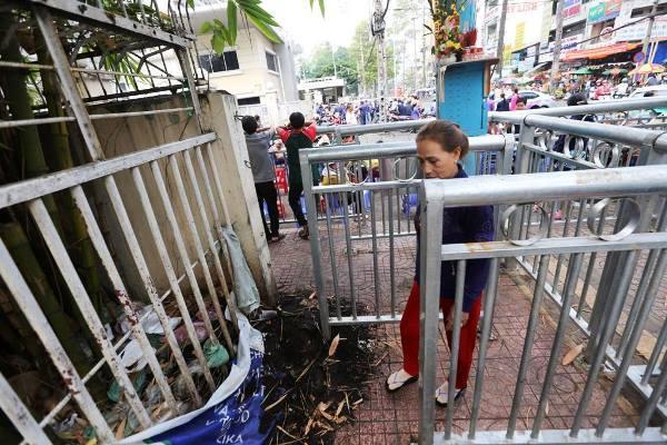 Chủ tịch TPHCM 'truy' lãnh đạo quận lắp rào chắn kiểu lồng thú