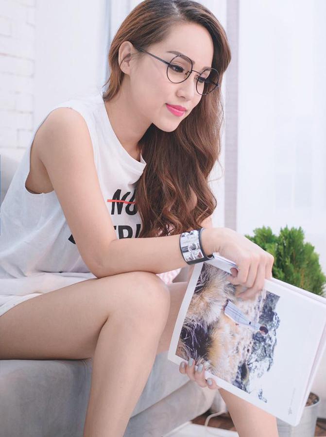Hình ảnh gợi cảm không được lên sóng của MC Trúc Mai
