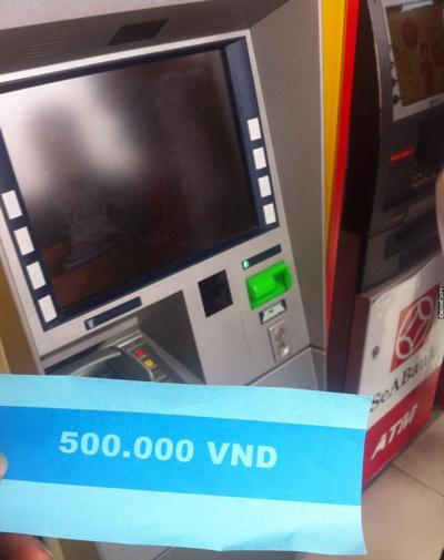 Hà Nội: Rút tiền ATM ra toàn giấy ghi 500.000 VND