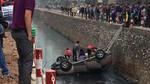Hà Nội: Ô tô lao xuống kênh, một phụ nữ bị mắc kẹt