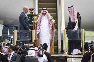 Vua Ảrập Xê-út công du bằng máy bay dát vàng