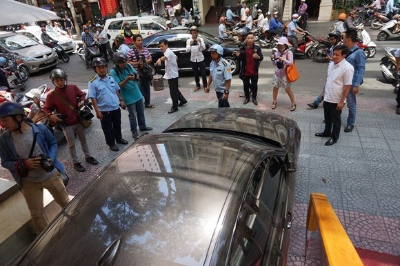 'Không có chuyện dân kéo đến quận 1 phản đối đòi vỉa hè'