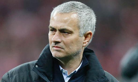 Sao MU bất mãn, Mourinho suýt dẫn dắt PSG