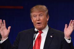 Ai đã giúp ông Trump 'đổi giọng' mềm mại?