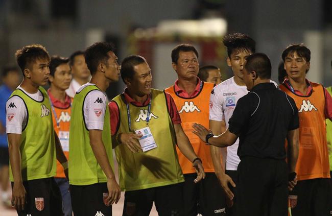 Ông Nguyễn Văn Mùi 'ôm chặt' ghế: Khốn khổ bóng đá Việt!