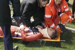 Torres chấn thương kinh hoàng, bất tỉnh trên sân