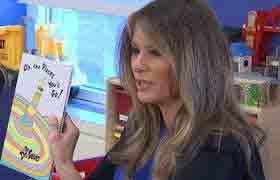 Melania Trump tới bệnh viện đọc sách cho các em nhỏ