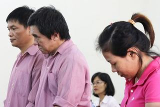 Nữ phiên dịch 'dắt' anh họ vào tù vì buôn hàng giả
