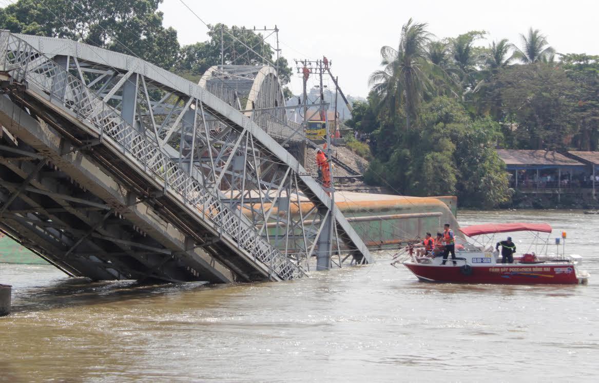 Truy tố 2 người làm sập cầu Ghềnh, giao thông tê liệt 3 tháng – VietNamNet