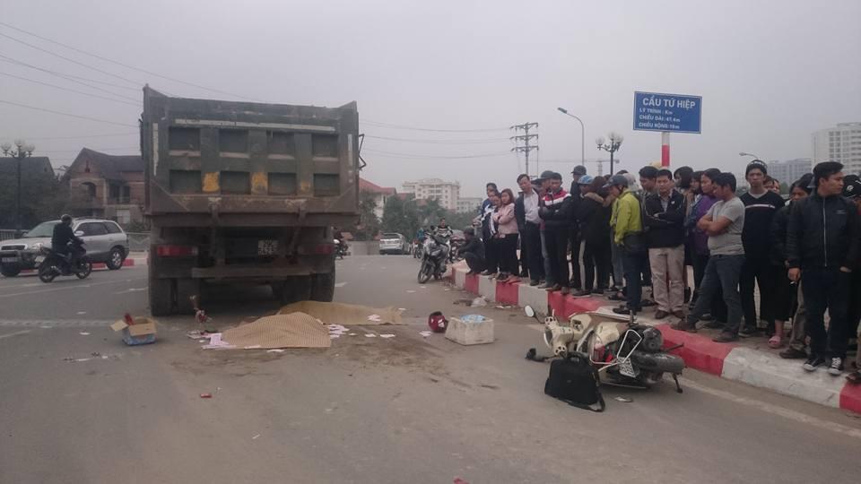 Hà Nội: Hai người chết dưới gầm xe tải