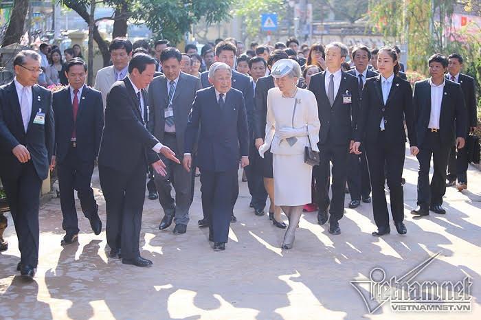 Nhà vua Nhật Bản thăm Nhà lưu niệm Phan Bội Châu