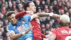 """Video Ibrahimovic """"đánh võ"""" trả đũa đối phương"""
