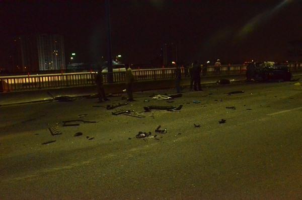 Xe Range Rover tông container trên cầu Sài Gòn, cô gái tử vong