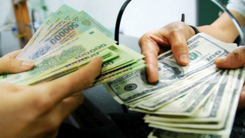 """Điều tra vụ đổi 100 ngàn đô """"giả"""" tại ngân hàng – VietNamNet"""