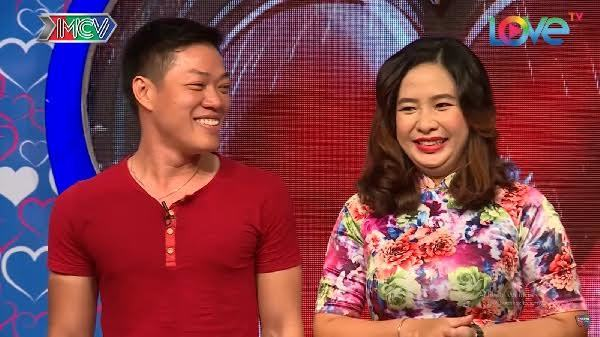 Nữ nhân viên hàng không khiến MC Quyền Linh bất ngờ