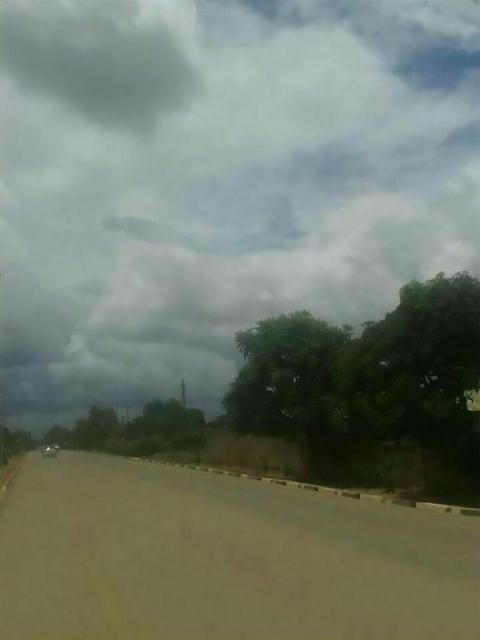 'Người mây' kì dị bay trên trời khiến người dân hoảng loạn