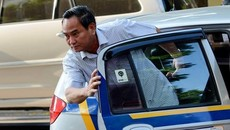 Nhận 6,5 triệu/tháng, chủ tịch tỉnh không đi làm ô tô biển xanh