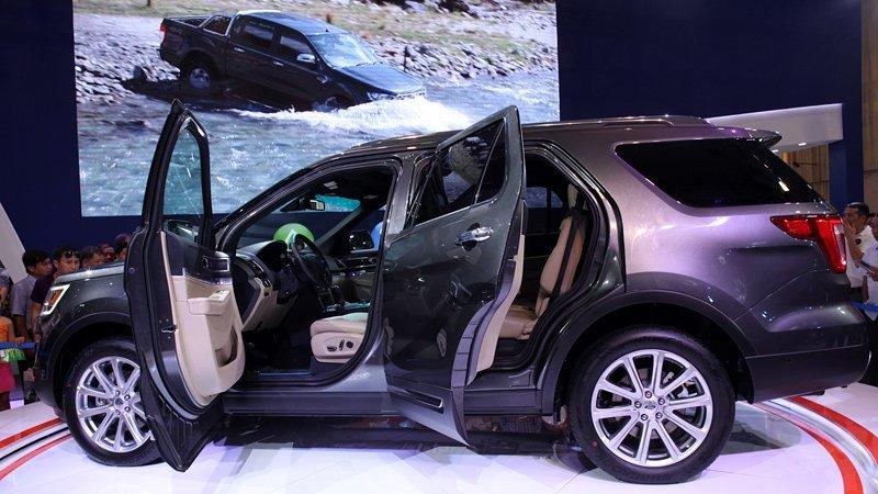 Chất lượng thấp, giá đắt hơn: Ai mua ô tô lắp ráp Việt Nam?