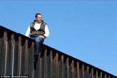 Nghị sĩ Mexico trèo rào biên giới thách thức ông Trump