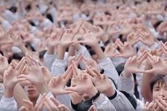 Hàng nghìn học sinh đồng thanh hát chúc thầy Văn Như Cương mau khỏe