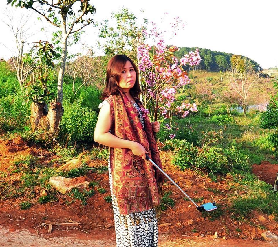 nữ phó giám đốc sở bẻ hoa, Phạm Thị Minh Hiếu, nữ du khách, nữ phó giám đốc