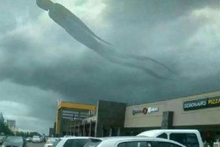 Đám mây hình 'kẻ hắc ám' khiến dân chúng hoảng loạn