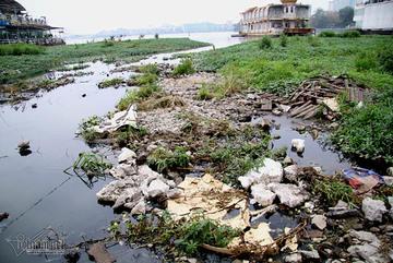 Hồ Tây ngập rác thải sau di dời nhà nổi