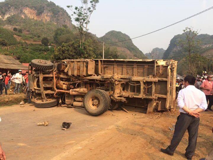 Xe tải đổ dốc, 2 chị em ruột chết thảm