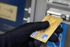 Hai người Trung Quốc dùng 160 thẻ ATM giả để trộm tiền