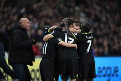 """Hazard suýt no đòn vì """"xé lưới"""" West Ham"""