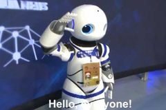Trung Quốc dùng phóng viên robot đưa tin nghị trường