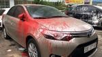 Hàng loạt ô tô trong bãi giữ xe bị ném sơn lúc rạng sáng